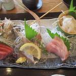 鎌倉こまち市場 風凛 - 地魚お造り盛り合わせアップ