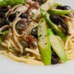 SKEW - 旬!ごま鯖のスモークと壱岐産グリーンアスパラのオイルソーススパゲティ