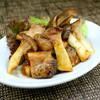 Bee - 料理写真:やわらかな鶏もも肉をにんにく味噌でコク深く、エリンギで食感よく仕上げました。【炙りチキンとエリンギのにんにく味噌焼き】