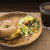 デ ラ カフェ - 料理写真:お店イチオシの新メニュー! 『ベーコンチーズエッグ』