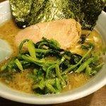 麺家 黒 - ラーメン ほうれん草トッピング