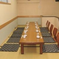 宴会向けお座敷のお席がございます。