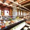 チャイニーズテーブル - 内観写真:バリエーション豊富なメニューが並ぶブッフェ台