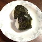 居間 - お土産の土鍋で炊いたご飯のおにぎり。1人1個です。