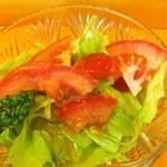 キッチン  ベル - カツカレーに付くサラダ。
