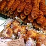 プーフレカンテ - 「クローネ」120円、注文を受けてからカスタードと生クリーム詰め。