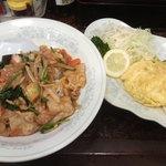 新華苑 - 料理写真:本日の日替わり、キムチ丼エビ入り玉子焼き。