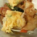 新華苑 - 料理写真:食べ終わる少し前にひらめいて、キムチ丼エビ入り玉子乗せ!