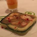 レザンファン ギャテ - テリーヌ (オマール海老とウイキョウ、玉葱をアンチョビ風味の緑のソースで)