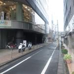 煮干鰮らーめん 圓 - 甲州街道からさらに小道を入ったところ