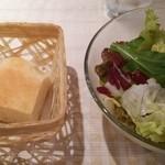 リストランテ ラヴィータ - フォカッチャ、サラダ