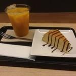 ノードカフェ - マンゴージュース、ミルクレープ