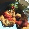 かもめ食堂 - 料理写真:おしゃれなカツプレート。猫舌な自分にはちょうど良い熱さ。味も良し。