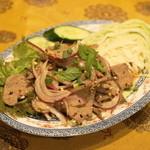 プァンタイ - タップワーン(780円)レバーのサラダ