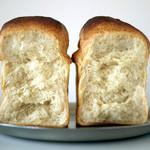 海音 - 食パン断面SHOW