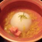雲海 - 2013.9-3 【秋の味覚会席】 焚合 菊花蕪スープ煮 紅葉麩 黄菊餡掛け