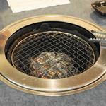 秋元 - 炭を模したグリラー