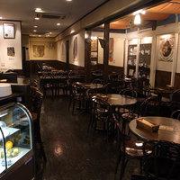 ラ・ピッコラ・ターヴォラ - イタリアを思わせる温もりのある店内