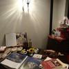 アンティコ ジェノベーゼ - 内観写真:パスタの道具や 生パスタのサンプル、イタリアの風景画や料理の本などをディスプレイ。