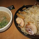松任製麺 - 濃厚地鶏つけ麺のメガ盛り(千円)