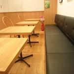 イトウエン ティー ガーデン - テーブル席は5つ