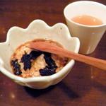 チャコール バルジュ - お通し(魚介のスープ・タタキ長いものニンニク醤油)