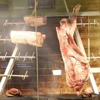 【日本初】専用炉で焼き上げる豪快ブロック肉・ステーキ