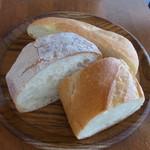 RicoRico - 食べ放題のパン。カリッと焼かれた表面と弾力のある中身でおいしい
