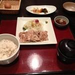 外苑 うまや - 炭火焼豚バラ定食