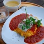たまご舎 - ベーコンと蔵王産モッツアレラチーズの完熟トマトソース