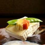 梅の花 - 料理写真:まるで白子の様にふっくらした濃厚な豆腐にこだわる梅の花だから成せる味と形