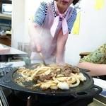 食道園 - バラ700円 女将さんが焼いてくれる!