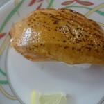 海鮮ろうど - 炙りサーモン1貫(105円)