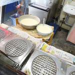 こばやし菓子舗 - ワッフルを作る機械