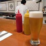 ホームワークス - カウンターでのビール