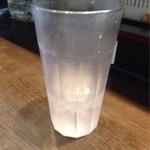 ラーメン純風殿 - 通常の二倍の高さのお冷グラス