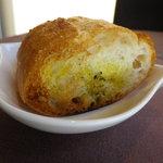ル ポトローズ - カリカリ のパン