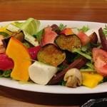 シェアーズ キッチン - サラダ。料理はすべて2名分。