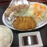 あさチャン - 2種ミックス定食500円(おかず半分) とんかつ