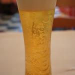 ブション - 量は少ないけど、お洒落なグラスビール(ウマそっ、って飲んだのでした!)