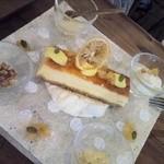 cafe zakka  hinatabocco - 2013年8月 4種のチーズを使ったクリームチーズケーキ