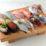 でかねた寿司 - 秋の12種盛り(あら汁付)2214円→1980円