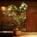 山本のハンバーグ - 店頭にはテラスがあります。わんちゃん連れでも座れますよ。