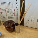 かぶら屋 - 2013.09 食べ終わった串をまとめておける場所でした。