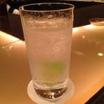 クラブデゼール - ジントニック。グラス大き目。