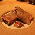 デュ バリー - 色々なキノコのパートブリック包み焼き (マッシュルームのクーリとご一緒に)