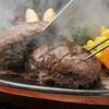 ステーキ・ハンバーグどんさん亭 - 料理写真:荒挽き和牛ハンバーグ 180g 1029円…もっとも肉を感じられるハンバーグを提供したいというコンセプトから誕生!ステーキ感覚の新食感!!通常の約3倍12.5mmの超粗挽きで歯ごたえのある食感が特徴。黒毛和牛のおいしさが生きています!