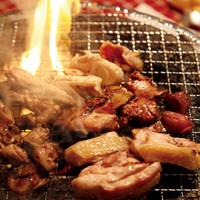 いろんな鶏をいろんな食べ方で楽しめる炭焼七輪バルです!!