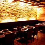 GINZA 春夏秋豚 - 仕切りを外せば20名様までご利用いただけるスペースにも。大人数様のご宴会にもご利用下さい。
