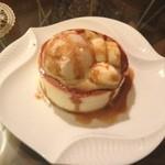 雪ノ下 - 練乳の白パンケーキ